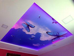 Krásny podsvietený napínací strop